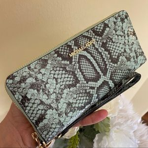 New Michael Kors large travel continental wallet